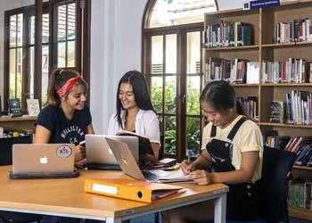 Bali Island School's Virtual University Fair Helps Students Choose Their Future