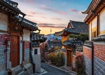 Experience Traditional Korean Culture at Bukchon Hanok Village
